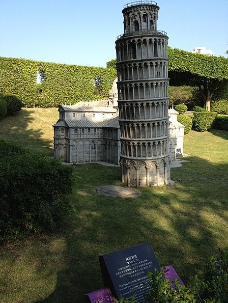 Scale_model_of_the_Leaning_Tower_of_Pisa-Italy