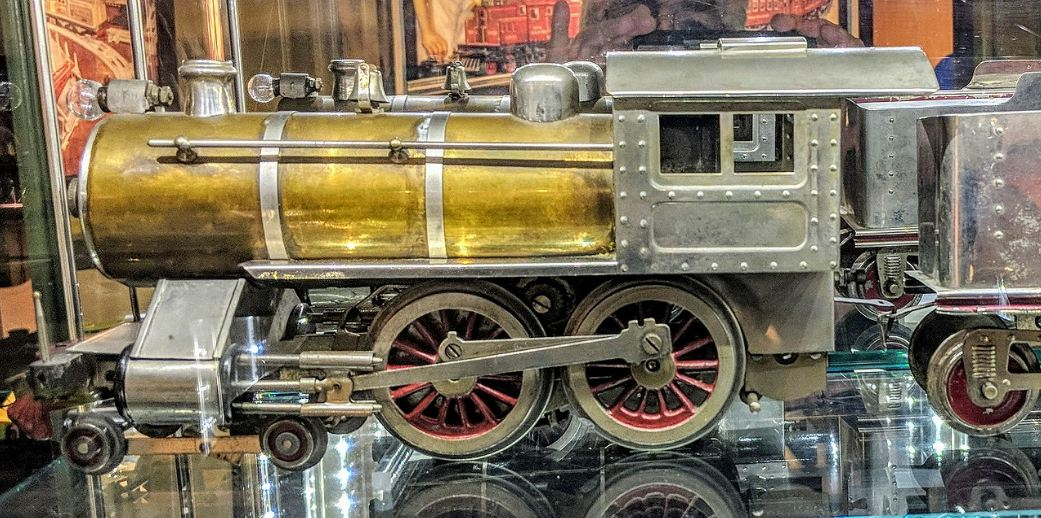 metal model train, gold accent at the back part of the train, Lionel No. 6 Special Locomotive